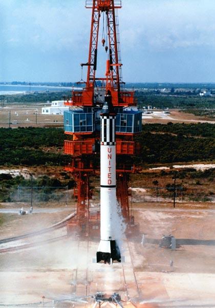 Start rakiety Redstone z kapsułą Freedom 7 (NASA)