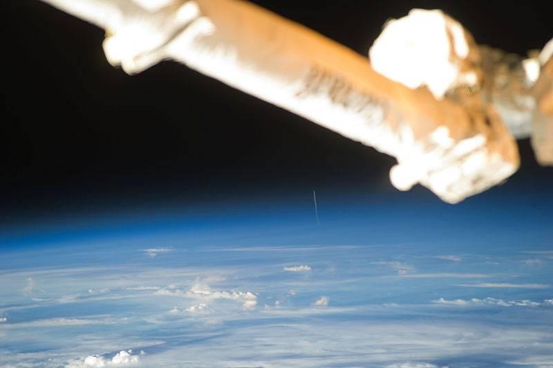 Start rakiety Ariane 5 ze statkiem ATV 2 uchwycony ze Stacji ISS / Credits: NASA, Paolo Nespoli