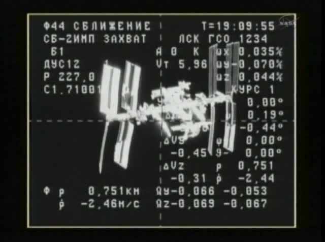 Kadr z cumowania Progressa M-11M. ISS widziana przez system KURS z odległości 751 metrów / Credits: NASA TV