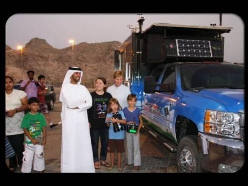 Dzięki wizytom Nezara wiele dzieci udało się zainteresować naukami ścisłymi / Credit - N. Hezam