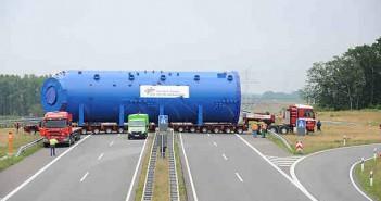 Autoklaw podczas transportu autostradą / Credits: DLR