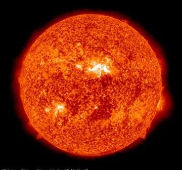 Widok Słońca o godzinie 05:30 CEST - 5 minut po maksymalnej sile rozbłysku. Grupa 1236 znajduje się prawie po środku tarczy Słońca / Credits - NASA, SDO