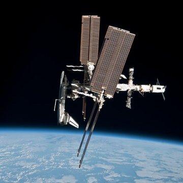 Zdjęcie z majowego unikalnego manewru ISS - przykład międzynarodowej współpracy na Stacji / Credits - NASA