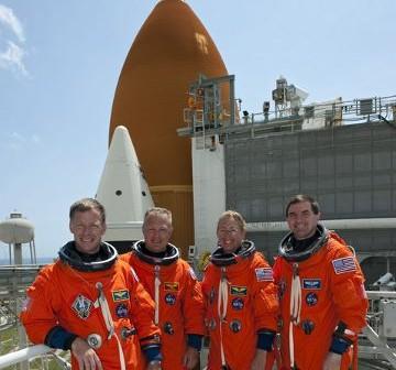 Astronauci misji STS-135 w trakcie treningu do startu. Zdjęcie z 23 czerwca 2011. / Credits - NASA