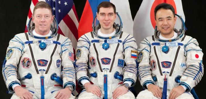 Załoga statku kosmicznego Sojuz TMA-02M. Od lewej: Fossum, Wołkow, Furukawa (RKA)