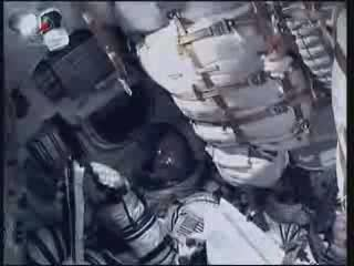 22:05 CEST - wewnątrz kapsuły Sojuz / Credits - NASA TV