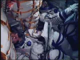Wewnątrz kapsuły Sojuz TMA-02M podczas startu / Credits - NASA TV