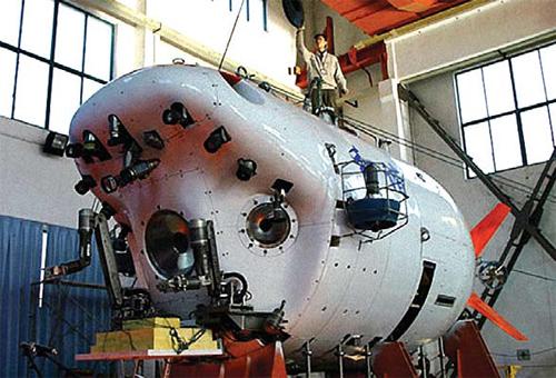Zdjęcie przedstawia proces konstruowania Jiaolong (w nieznanym miejscu). [Credits: China Daily]