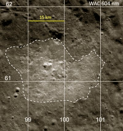 Anomalia torowa C-B z zaznaczeniem obszaru o wyższym albedo / Credits - NASA/GSFC/Arizona State University
