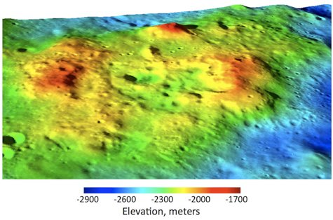 Trójwymiarowa mapa anomalii torowej C-B. Wyraźnie widoczna jest duża różnica w wysokości pomiędzy anomalią a otaczającym obszarem. / Credits - NASA/GSFC/Arizona State University