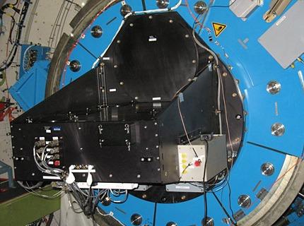 HIPO, główny instrument obserwatorium, przymocowany do wewnętrznej części teleskopu na podczerwień na pokładzie SOFIA / Credit – NASA / DLR