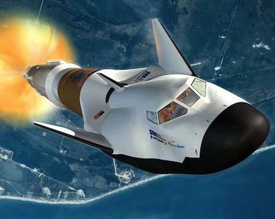 Grafika wahadłowca Dream Chaser wynoszonego rakietą Atlas V / Credits - Sierra Nevada Corp.