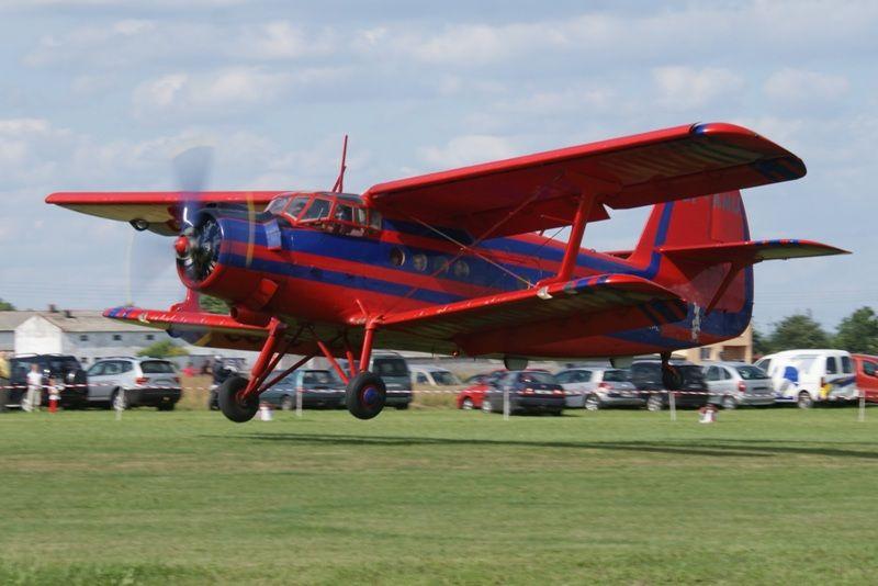 Lądowanie An-2 / Credits: Hubert Bartkowiak