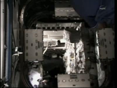 Moduły CPA widoczne w przejściu / Credits: NASA TV
