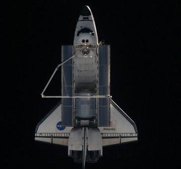 Prom Atlantis tuż po separacji od ISS - zdjęcie z Flight Day 12 / Credits - NASA