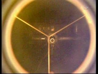 08:38 CEST - ISS widziana z pierścienia cumującego promu Atlantis / Credits - NASA TV