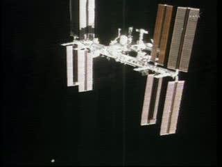 Obrót ISS z perspektywy promu / Credits - NASA TV