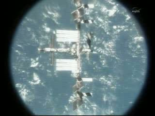 09:40 CEST - ponad ISS / Credits - NASA TV