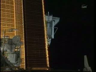 09:48 CEST - Atlantis za ISS względem ruchu orbitalnego / Credits - NASA TV