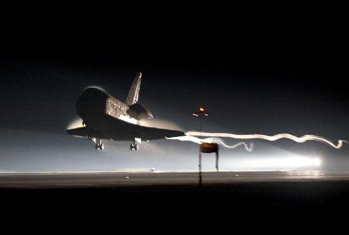 Prom kosmiczny Atlantis ląduje - 21 lipca 2011 / Credits - NASA