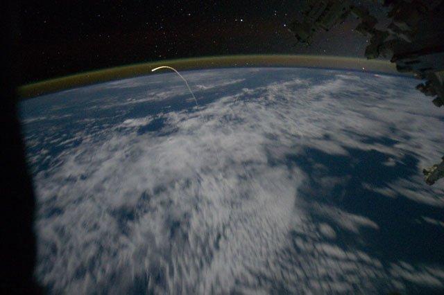 Wejście promu Atlantis w atmosferę / Credits - NASA