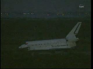 12:06 CEST - prom Atlantis na pasie lądowym. / Credits - NASA TV