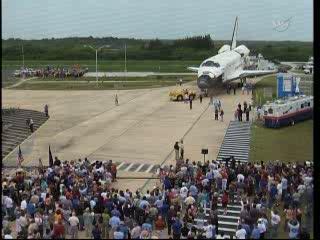 17:29 CEST - Atlantis nieopodal OPF-2 / Credits - NASA TV
