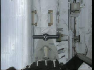 SRMS chwyta OBSS - 12:52 CEST / Credits - NASA TV