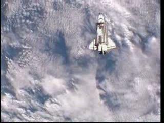 15:52 CEST - prom zbliża się do ISS / Credits - NASA TV