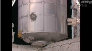MPLM tuż przed przyłączeniem do Harmony / Credits - NASA TV