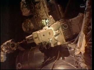 Początek przenosin pompy chłodziwa / Credits: NASA TV