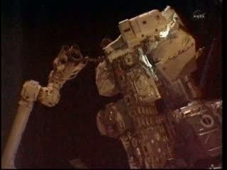 Manewr przenosin pompy w toku / Credits: NASA TV