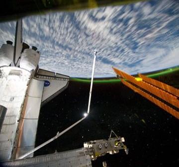 Zorza nad południowymi rejonami półkuli ziemskiej. Zdjęcie z Flight Day 7. / Credits - NASA