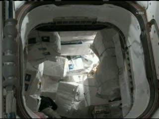 Widok na moduł MPLM i zainstalowany ładunek / Credits - NASA TV