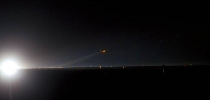 Dowódca Chris Ferguson oraz pilot Doug Hurley trenują podejście do pasa lotniska SLF (Shuttle Landing Facility). Samolot STA (Shuttle Training Aircraft), który pilotują, odtwarza wiernie warunki pilotowania wahadłowca w ostatniej fazie lotu / Credits: NASA/Cory Huston