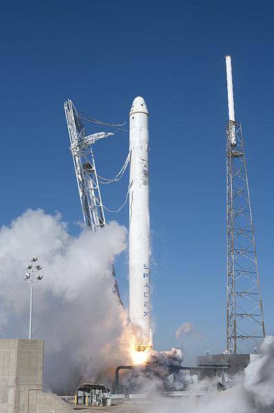 Rakieta nośna Falcon 9 - największy konkurent dla Atlasa V? / Credits - SpaceX