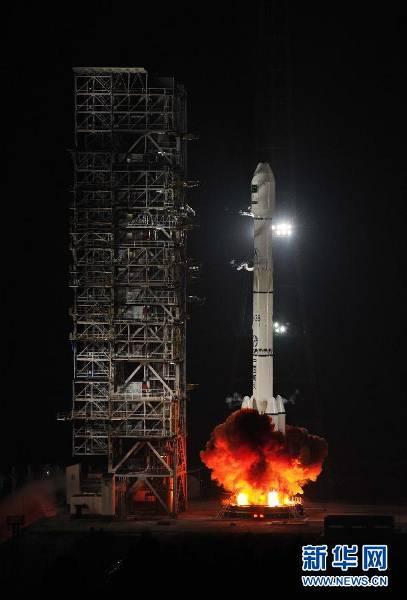 CZ-3B startuję z satelitą PakSat-1R / Credits: news.cn
