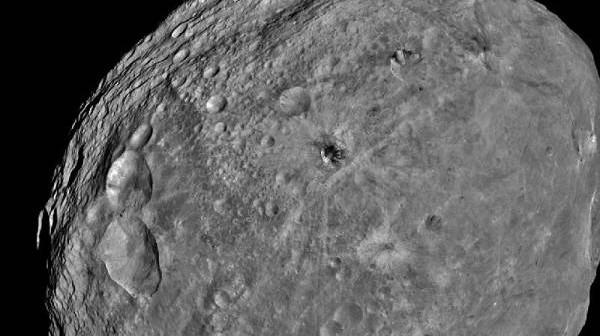 Westa z odległości około 5200 km / Credits: NASA