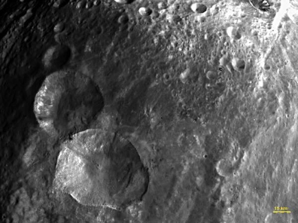 Kratery Snowman na zdjęciu wykonanym 24 lipca / Credits: NASA