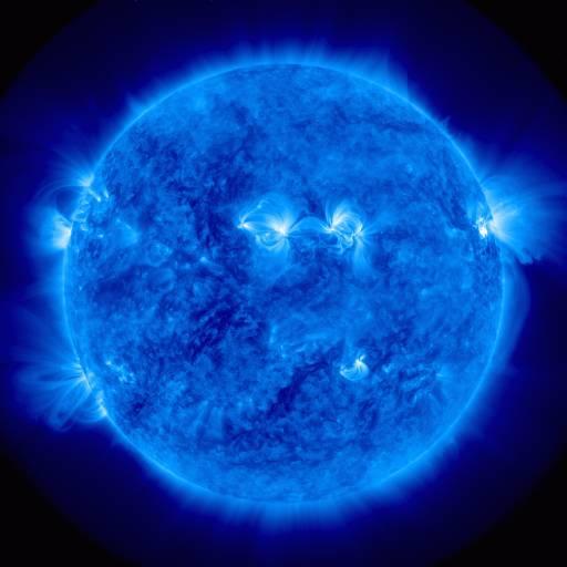 Zdjęcie korony słonecznej z godziny 11:09 CEST. Region aktywny numer 1263 znajduje się przy prawej krawędzi Słońca / Credits: NASA, SDO