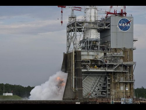 1,9 sekundowy test zapłonu na platformie A-2 w Stennis Space Center z 14 lipca 2011 roku. Credits: NASA/SSC