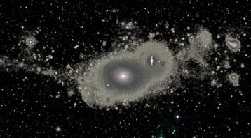 Zdjęcie, uzyskane w ramach projektu Atlas3D, przedstawia galaktykę NGC 5557. Wyraźnie widać nowe struktury gwiazdowe – taką dokładność umożliwił aparat MégaCam Kanadyjsko-Francusko-Hawajskiego Teleskopu. Credit: Duc/CFHT
