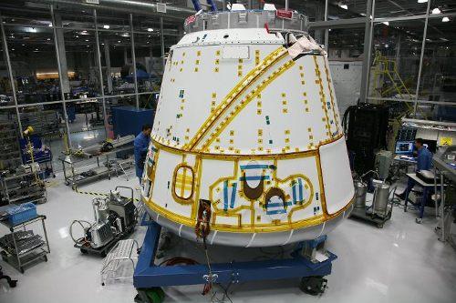 Kapsuła Dragon do misji C2/C3 (albo też tylko C2) / Credits - SpaceX
