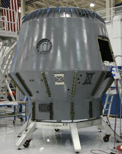 Zaawansowany etap budowy kapsuły Dragon do pierwszej komercyjnej misji zaopatrzeniowej / Credits - SpaceX