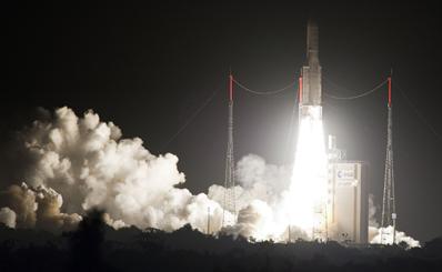 Start Ariane-5 z satelitami Astra-1N i JSAT-110R / Credits: Arianespace