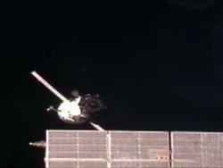 Podgląd na oddalający się od Stacji ISS statek Progress 43P / Credits: NASA TV