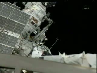 Pierwszy kosmonauta poza śluzą / Credits: NASA TV
