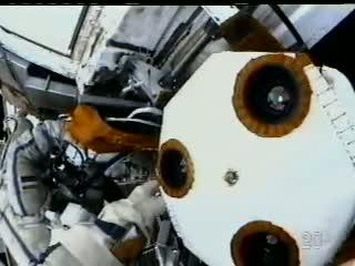 Przód prototypowego systemu komunikacji już bez elementów okrywających / Credits: NASA TV