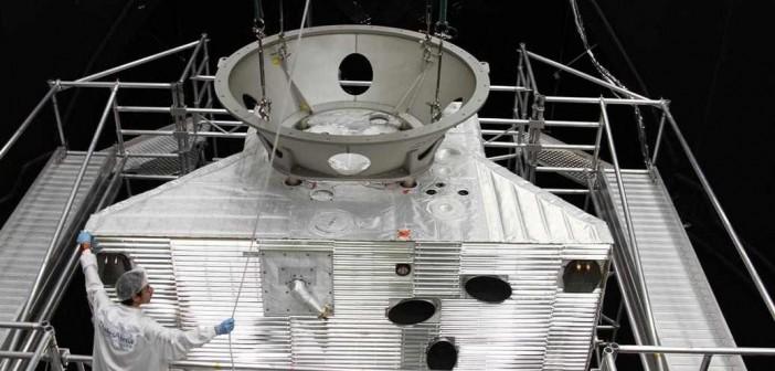MPO sondy BepiColombo umieszczany w komorze LSS / Credits: ESA