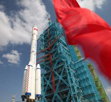 Rakieta nośna CZ-2F T1 z prototypową stacją kosmiczną Tiangong-1 na wyrzutni kodmodromu Jiuquan (Xinhua)